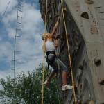 Gezekerd aan de klimwand